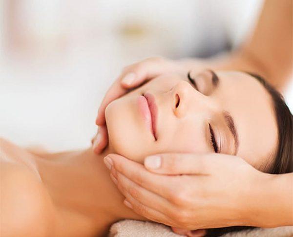gabinet kosmetyczny, oferta salonu kosmetyczny, kwas, mikrodermabrazja, zabieg na ciało, dłonie, ręce